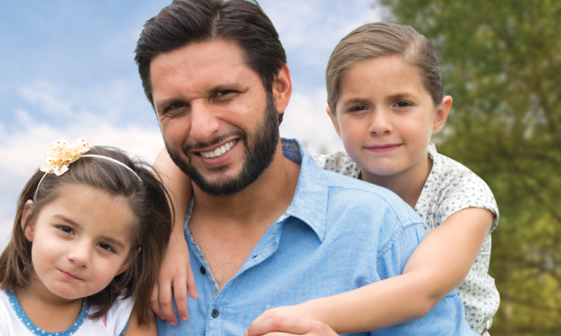 Shahid Afridi And Daughters Star In The New Meiji Big TVC