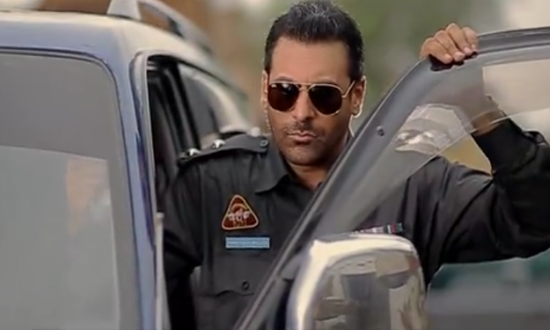Shamoon Abbasi shines as cop in TV One's 'Yeh Junoon'