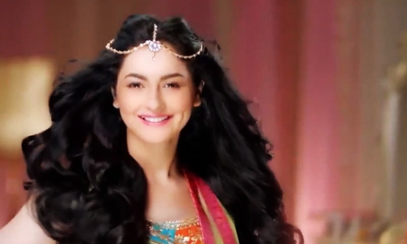 Hania Aamir looks fun and flawless in the latest TVC ...