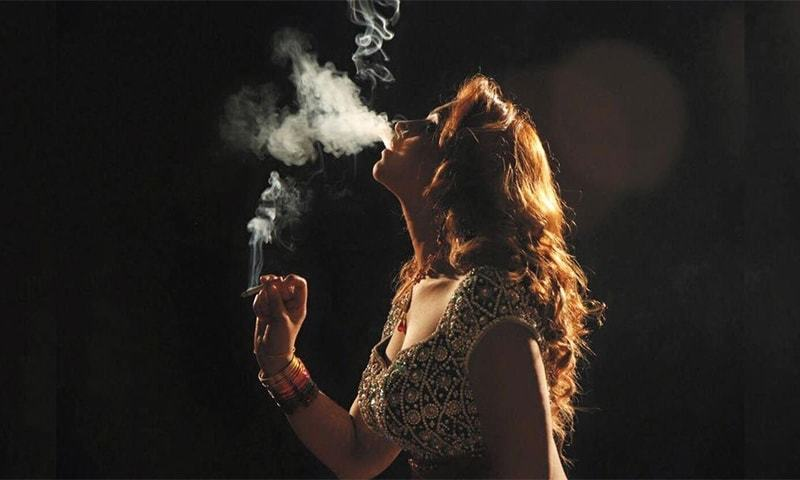 'Geo Sar Utha Kay' teases item song that is downright vulgar
