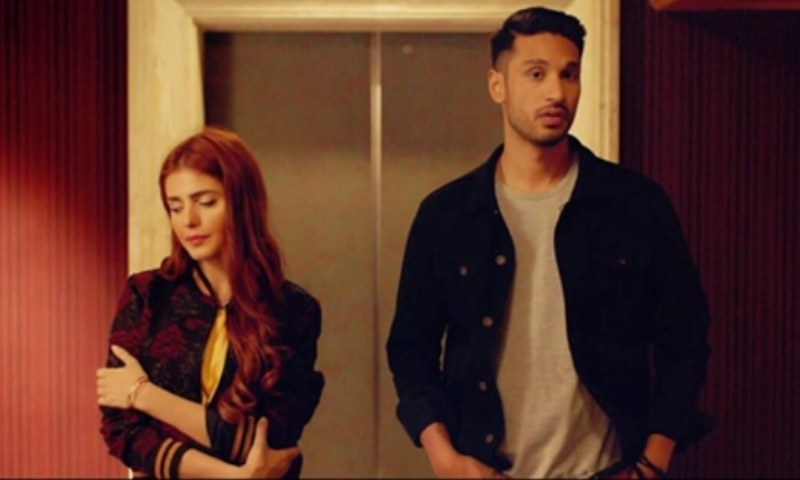 Momina Mustehsan steals our heart along with Arjun Kanunga in 'Aaya Na Tu'