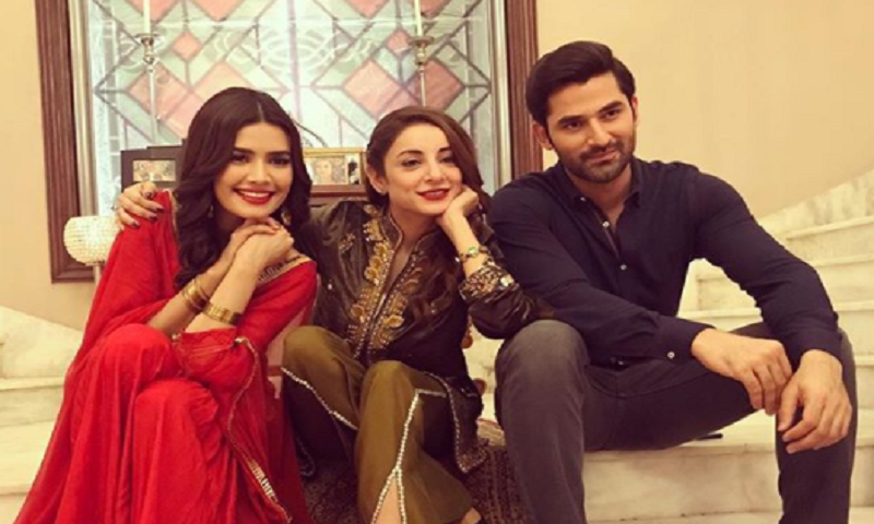 Teasers reveal Sarwat Gilani is all set to steal the show in upcoming Nau Lakha!