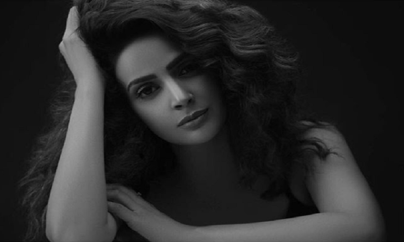 Celebs call out in Saba Qamar's support after her BTS pictures go viral!