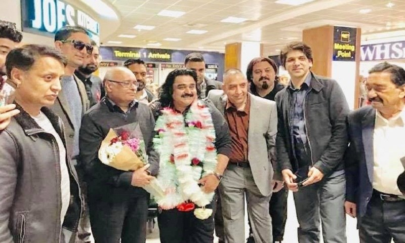 Legendary folk singer Arif Lohar honored with Lifetime Achievement Award in the UK