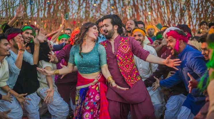 HIP Music Reviews: Mehwish Hayat Setting the Stage on Fire With the Song 'Chirrya'