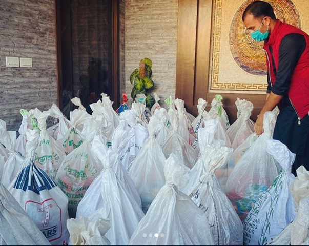 Celebrities distribute ration bags to the needy