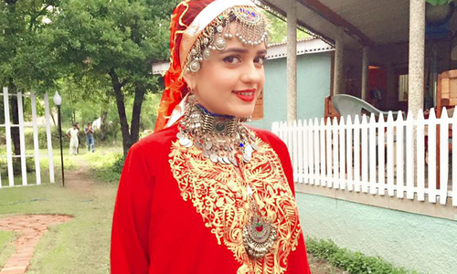 Sumbul Iqbal shines as a Kashmiri beauty in 'Neelum ...