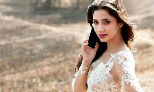 Mahira Khan Sets Twitter On Fire With #AskMahira Session