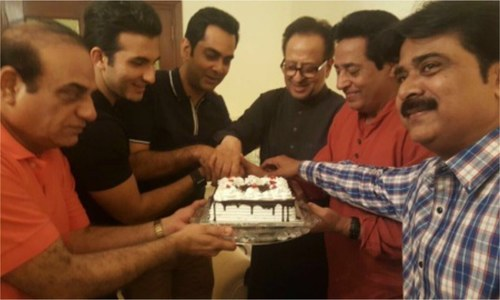 Team 'Chein Aye Na' celebrate Nadeem Baig's Golden Jubilee in the industry!