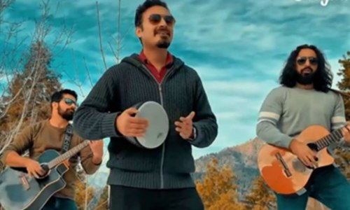 "Khumariyaan hits gold with the pashtun dance track ""Gulmast"""