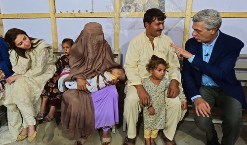 Image result for mahira and refugees