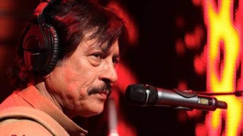 Singer Attaullah Khan Esakhelvi undergoes a surgery!
