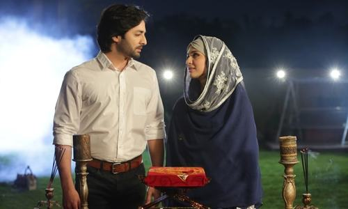 HIP Reviews Mera Rab Waris Episode 7: Danish Taimoor with his Adapting  Character Nailed the Episode.