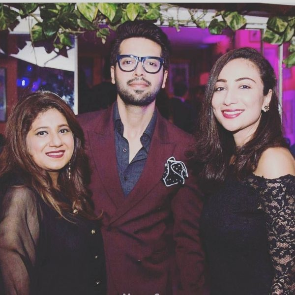 Fahad Mustafa looks Dashing with the two elegant ladies