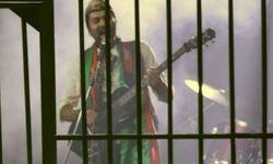 Ali Mehdi sings musical version of 'Go Nawaz Go'