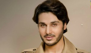 Ahsan Khan wins Popular Actor at the Pakistan Achievement Awards