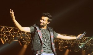 Atif Aslam Leaves Stage Amidst Chaos