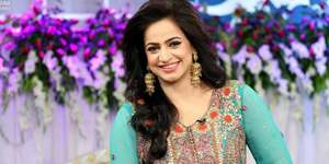 Noor Bukhari returns with 'Kitni Girhen Baqi Hain'
