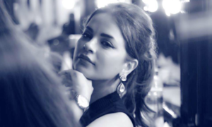 'Veet Miss Pakistan'-famed Hira Hussain is all set to make her film debut with 'Cake'