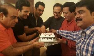 Team 'Chein Aye Na' celebrate Nadeem Baig's Golden Jubilee in the industry!