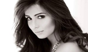 Ushna Shah hits back at her stalker in Lahore with this online video!