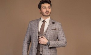 Ahsan Khan signs onto 'Aangan' with Ehteshamuddin as his next for HUM TV