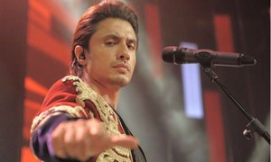 Ali Zafar's live and raw version of 'Julie' will melt your heart