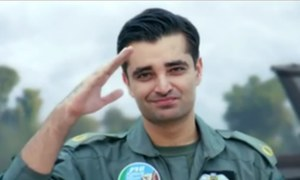 Hamza Ali Abbasi steals the teaser of Parwaaz Hai Junoon as the cool top gun!