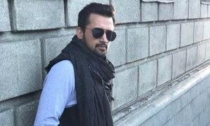 Atif Aslam disappoints in the cover of the classic song 'Chalte Chalte' for Indian film 'Mitron'