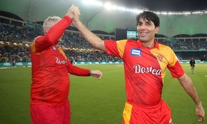 Misbah leaves Islamabad United, set to continue playing