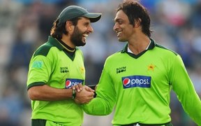 Shoaib Akhtar Defends Shahid Afridi's Statement in His Book!