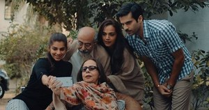 "Pakistani Movie ""Cake"" Applauded by Indian Celebs!"