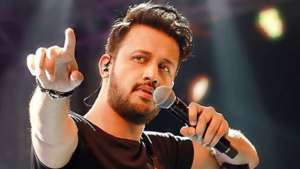 "Atif Aslam in Awe of an Indian Singing ""Tajdar-e-Haram""!"