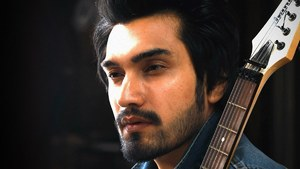 Uzair Jaswal's New Song Will Definitely Take You Back to the Memory Lane of Lost Love!