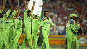 Pakistani Fans Take The World Back to the Year 1992!