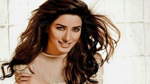 Mehwish Hayat Pens Down An Emotional Letter For Her Mother