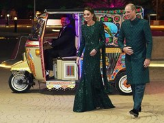 Royal couple in a Rickshaw is the most adorable thing on internet